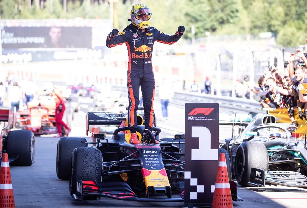 Max Verstappen comemora vitória no GP da Áustria, em Spielberg — Foto: Getty Images