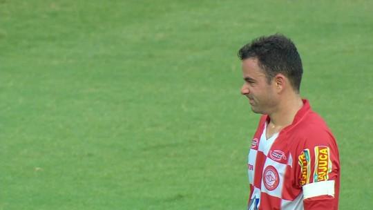 Rafael recebe troféu de defesa mais bonita do Mineiro e divide méritos com grupo do Cruzeiro