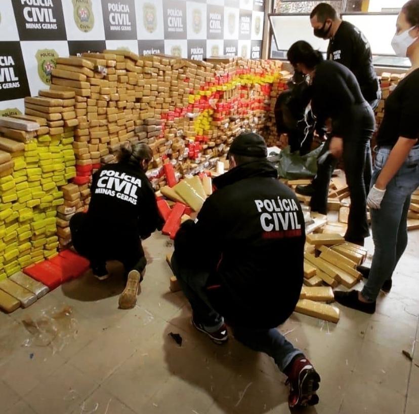 Mais de 3,5 toneladas de drogas e armas são apreendidas em operação conjunta em Juiz de Fora