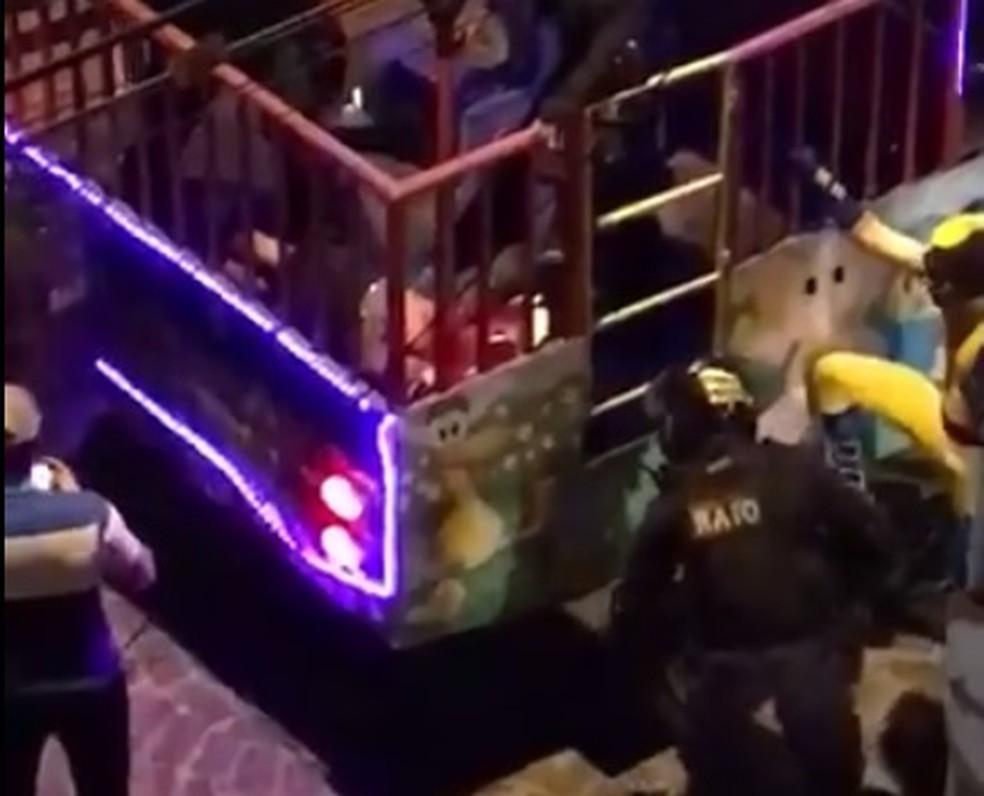 Homem foi baleado em 'trenzinho da alegria' em Sobral, no Ceará, na noite deste domingo (Foto: Reprodução/Facebook)