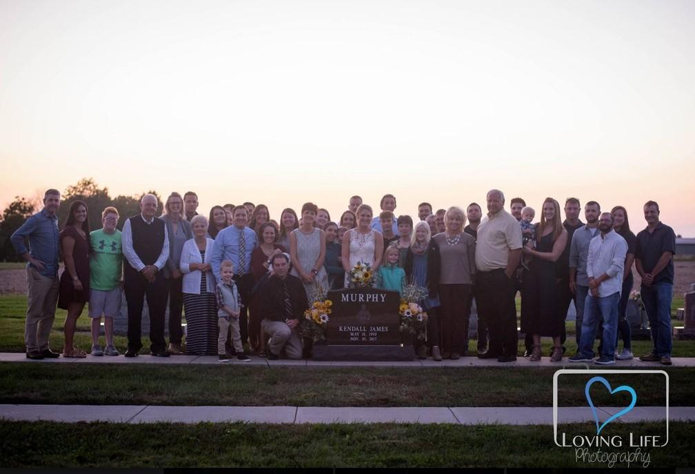 Convidados também compareceram à homenagem — Foto: Reprodução/Facebook/Loving Life Photography