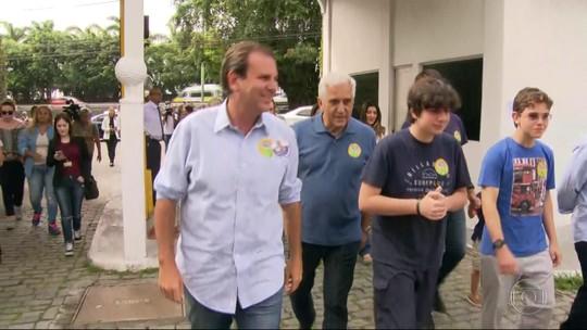 Candidatos ao governo do Estado do RJ vão às urnas