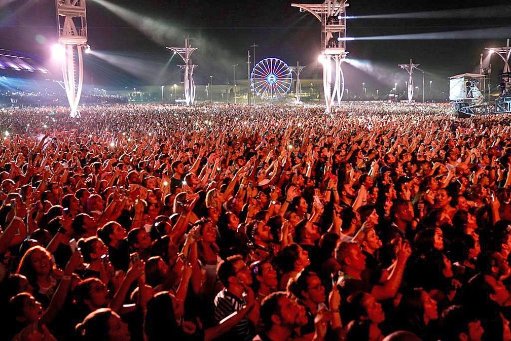 """Gravação de DVD da turnê """"Nossa História"""", em comemoração aos 30 anos de carreira, reuniu multidão no Parque Olímpico — Foto: Marcos Serra Lima/G1"""