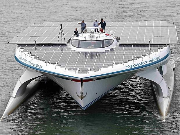 Catamarã Turanor PlanetSolar completou sua primeira viagem de volta ao mundo em maio de 2012 (Foto: Benoit Tessier/Reuters)