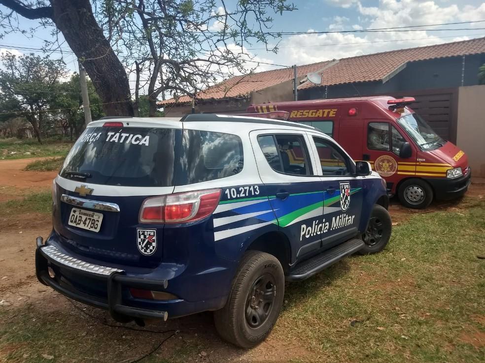 Equipes de resgate do Corpo de Bombeiros e da Polícia Militar foram chamadas para atender ocorrência — Foto: João Pedro Godoy/G1MS