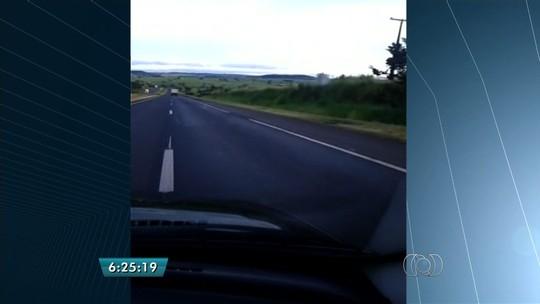 Motorista reclama de buracos em trecho da BR-153 onde há pedágio