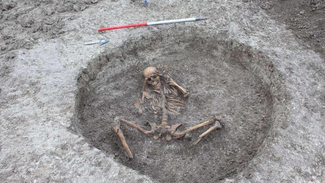 Foram encontrados 26 esqueletos humanos em um terreno em Oxfordshire, na Inglaterra (Foto: Thames Water)