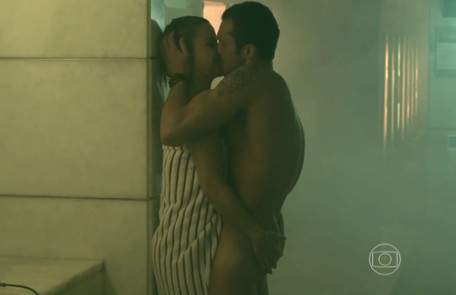 Guilhermina Guinle (Pia) e Adriano Toloza (Igor) em sequência de sexo Reprodução