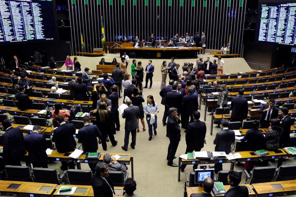 Deputados reunidos no plenário da Câmara durante a sessão desta terça-feira (4) — Foto: Luis Macedo/Câmara dos Deputados