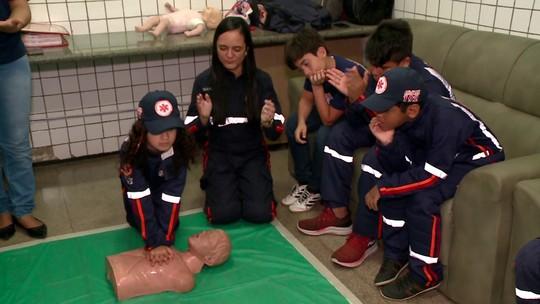 SAMU ensina noções de primeiros socorros e prevenção de acidentes à crianças