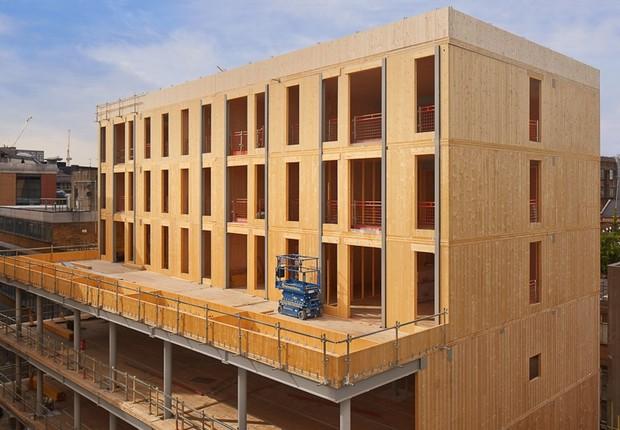 Curtain Place, em Londres, edifício de madeira projetado pelo Waugh Thistleton, escritório do arquiteto inglês Andrew Waugh (Foto: Divulgação)