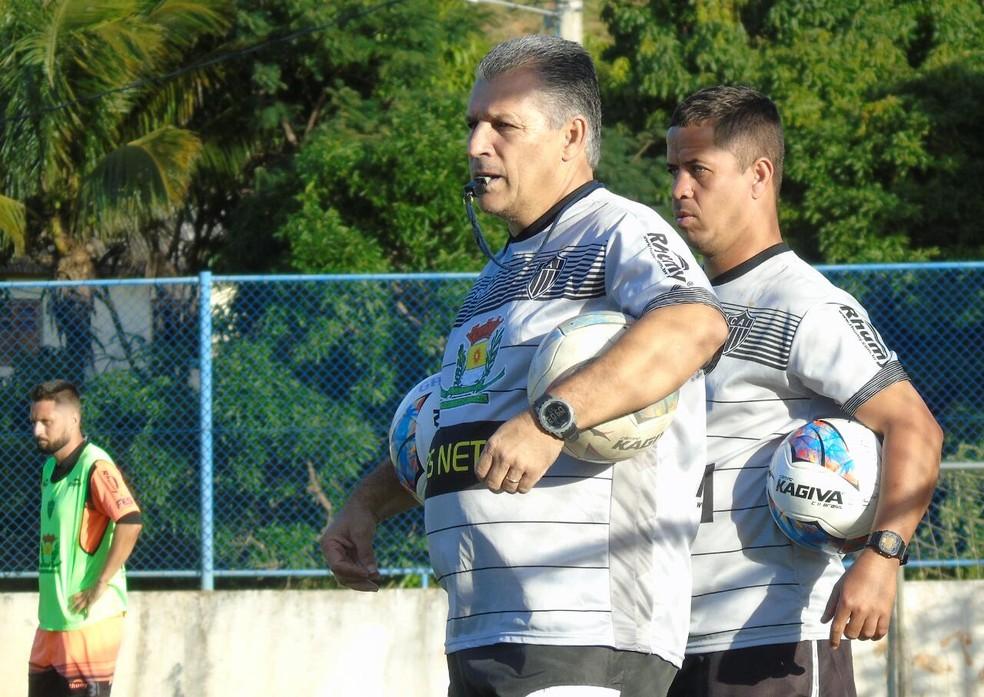 Zé Humberto, técnico do Atlético-ES (Foto: Karen Porto/CA Itapemirim)