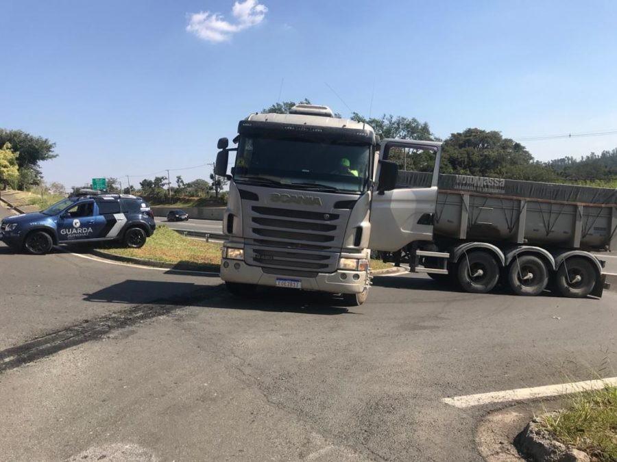 Motorista de carreta é feito refém durante tentativa de roubo em Jundiaí