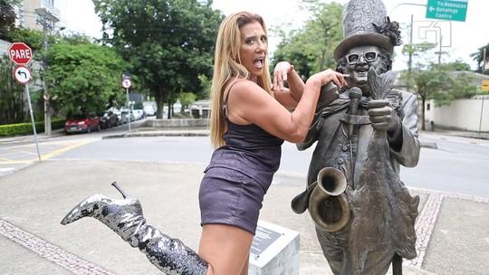 Aos 63 anos, Rita Cadillac promete abalar a Sapucaí relembrando os tempos de chacrete; VÍDEO