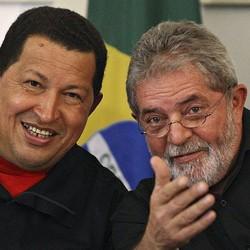 Os ex-presidentes Lula e Hugo, na época em que ainda insistiam na sociedade entre Petrobras e PDVSA para construir a refinaria de Abreu e Lima.A estatal venezuelana nunca colocou um centavo na obra (Foto: Reuters)   Os ex-presidentes Lula e Hugo, na época em que ainda insistiam na sociedade entre Petrobras e PDVSA para construir a refinaria de Abreu e Lima.A estatal venezuelana nunca colocou um centavo na obra (Foto: Reuters)