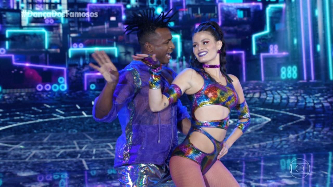 Isabeli Fontana dança 'Paredão' com Igor Maximiliano
