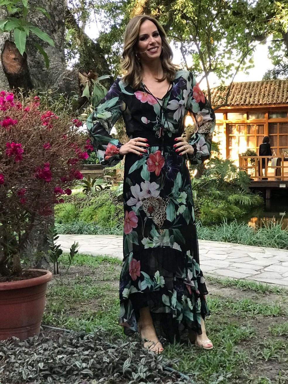 9b1310ab7967 ... Ana Furtado arrasa com vestido estampado — Foto: Sonia Schneiders/Gshow