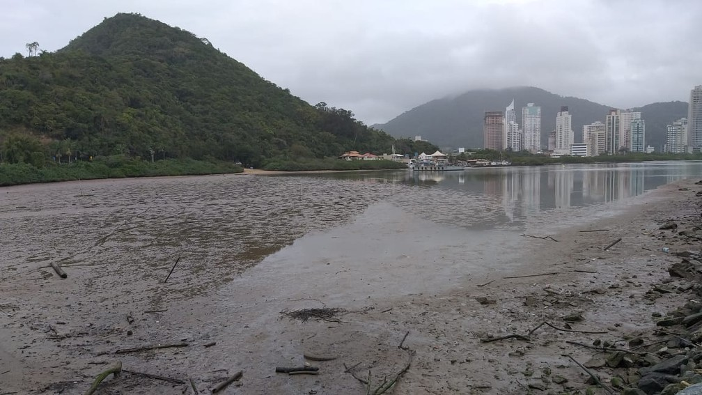 Maré seca em Itajaí — Foto: Luiz Souza/ NSC TV
