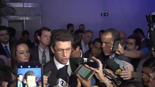 Ricardo Salles fala sobre queimadas e pedido de improbidade administrativa contra ele