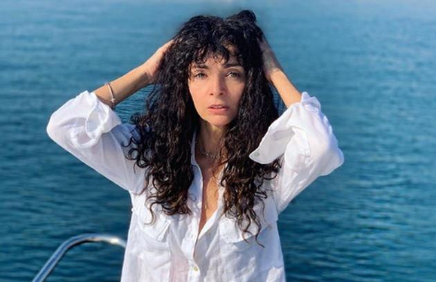 Claudia Ohana, que esteve em 'Verão 90', aparecerá na atração, que tem estreia prevista para outubro (Foto: Reprodução Instagram)