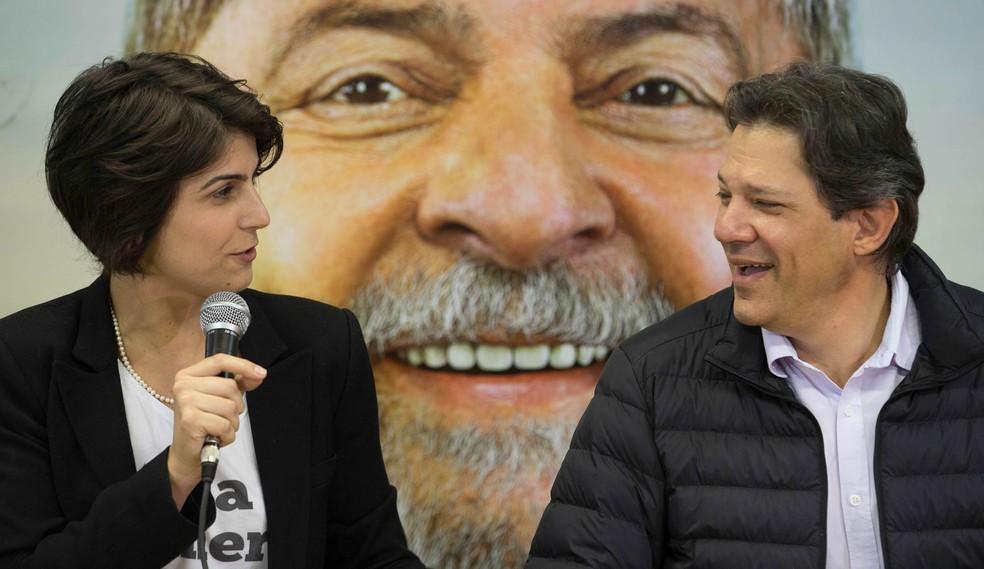 A deputada estadual Manuela D'Ávila (PCdoB) e o ex-prefeito Fernando Haddad (PT) (Foto: Bruno rocha/Fotoarena/Estadão Conteúdo)