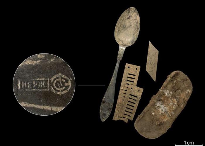 Utensílios de louça encontrados pelos pesquisadores (Foto: LWL)