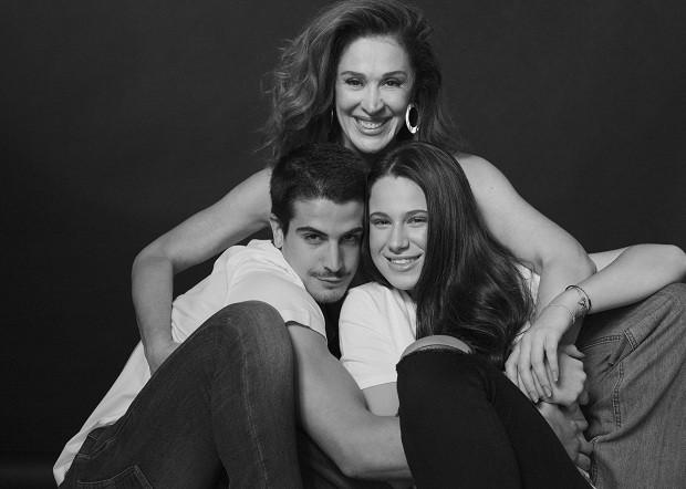 Cláudia Raia e os filhos Enzo e Sophia (Foto: Tato Belline)