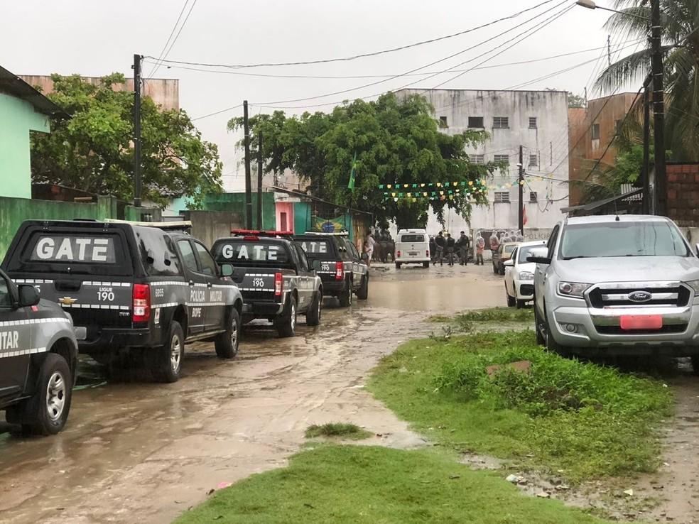 Operação de reintegração de posse acontece no bairro das Indústrias, em João Pessoa (Foto: Walter Paparazzo/G1)