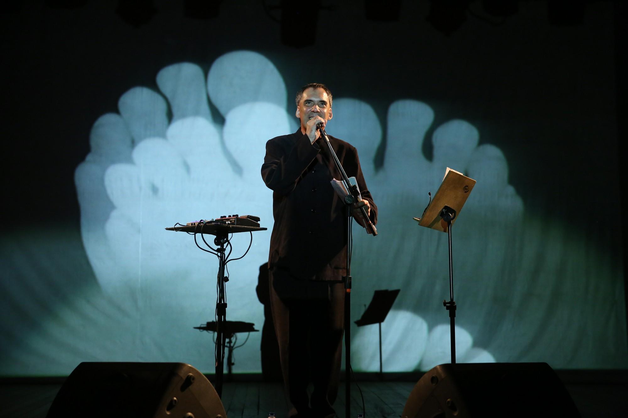 MUNDO UNIFOR: Arnaldo Antunes emociona plateia em performance poética