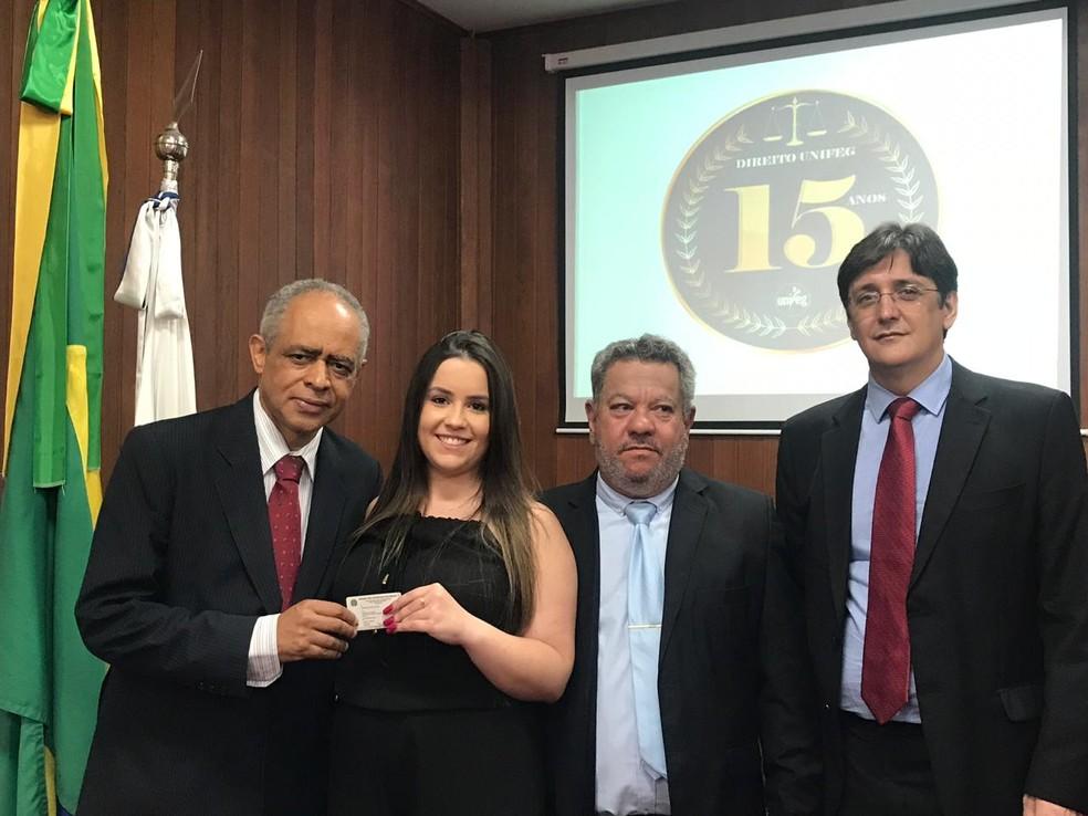 Advogada comemora aprovação na OAB aos 19 anos em Guaxupé (MG) — Foto: Arquivo Pessoal