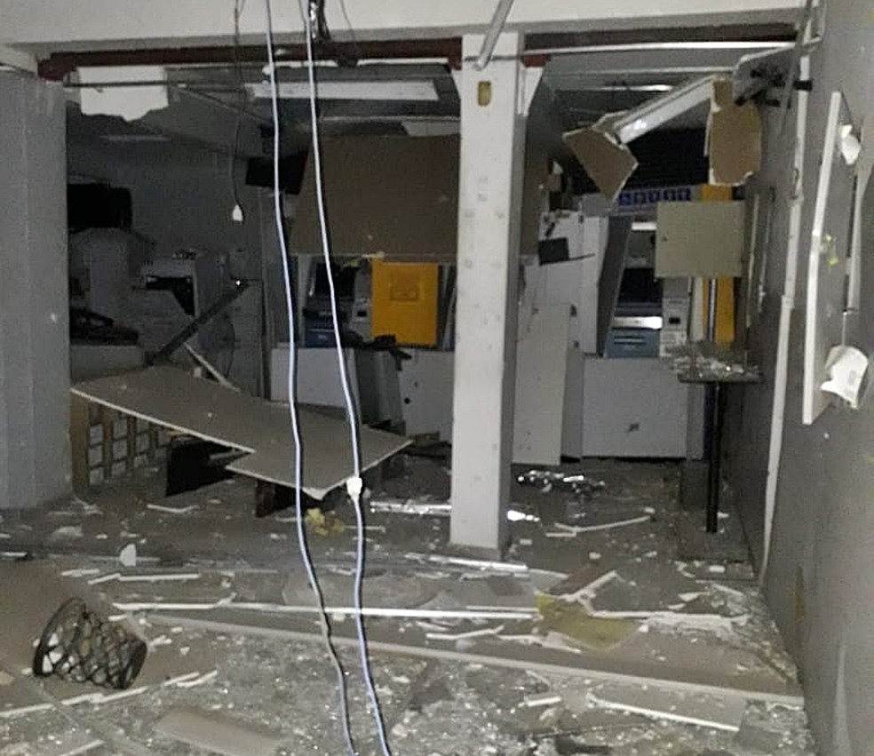 Agência bancária foi alvo de criminosos em Sapucaí Mirim — Foto: Reprodução/EPTV