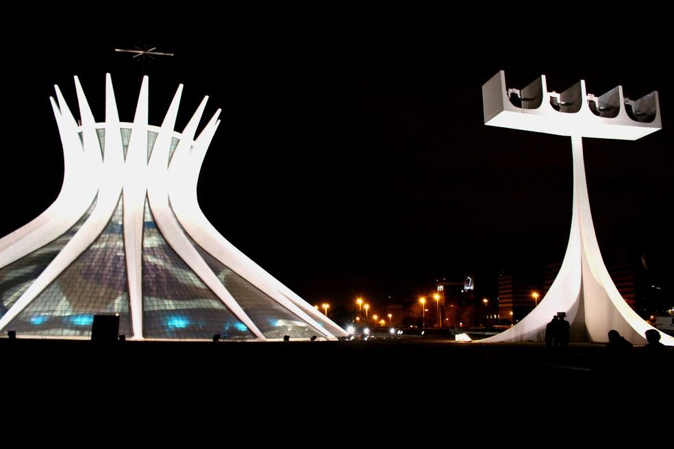 Igreja Catedral Metropolitana à noite em Brasília — Foto: Marília Marques/ G1