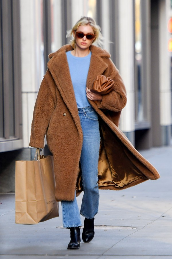 New York, NY  - *EXCLUSIVE*  - Elsa Hosk steps out for a stroll through NYC and the model is looking cozy in a brown teddy down coat.Pictured: Elsa HoskBACKGRID USA 25 NOVEMBER 2019 BYLINE MUST READ: JosiahW / BACKGRIDUSA: +1 310 798 9111  (Foto: JosiahW / BACKGRID)