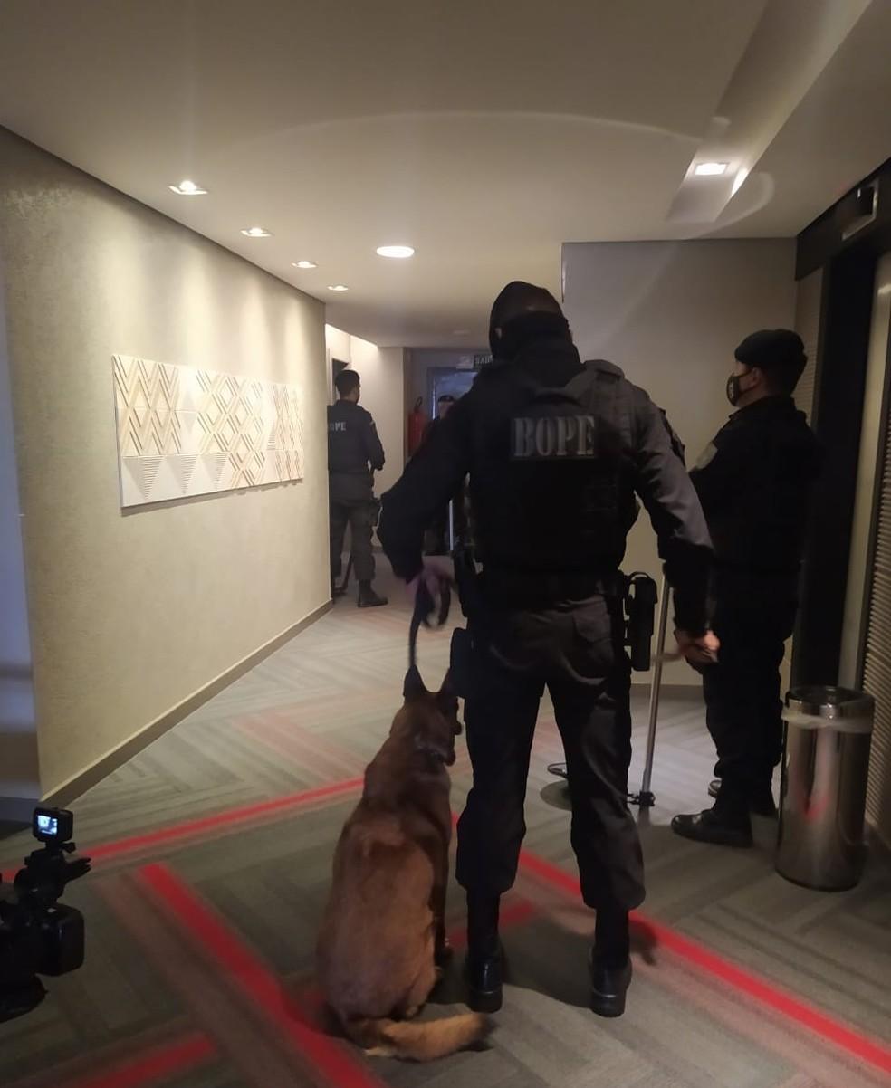 Esquadrão de bombas faz vistoria em hotéis em que seleções irão ficar para a Copa América — Foto: BOPE/MT