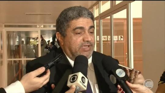 Decreto do governador W.Dias suspende pagamentos