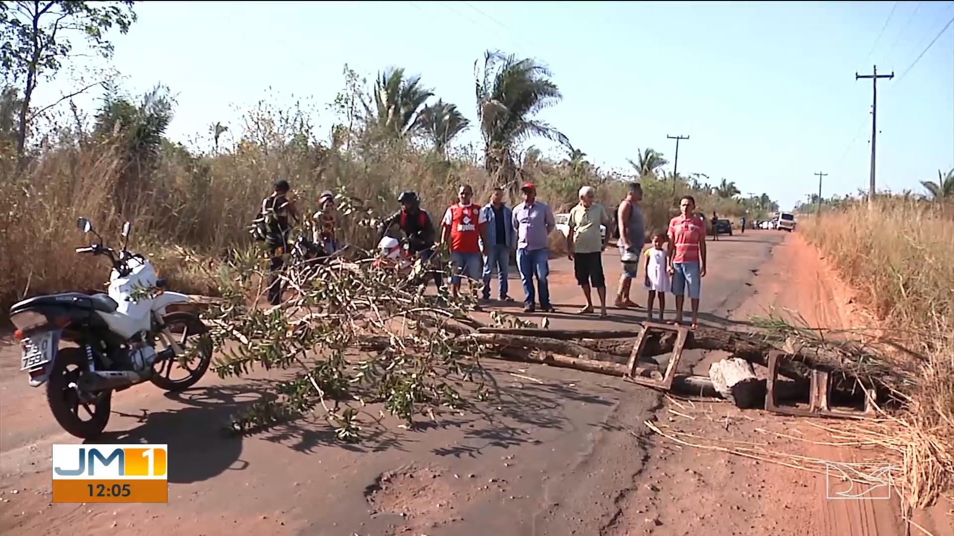 Manifestantes bloqueiam e fazem protesto na MA-026 em Codó - Notícias - Plantão Diário