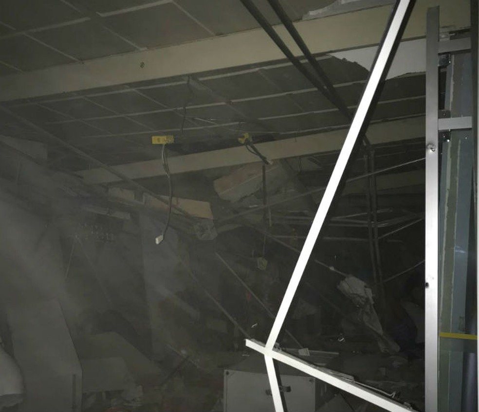 Posto bancário na cidade de Serrolândia foi explodida por bandidos na madrugada desta quinta-feira (30) (Foto: Reprodução/Redes Sociais)