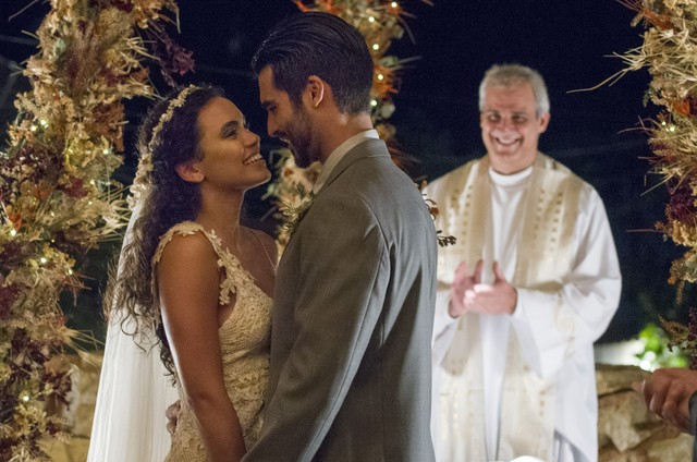 Anderson Tomazini e Giovana Cordeiro gravam 'O outro lado do paraíso' (Foto: Globo / Cesar Alves)