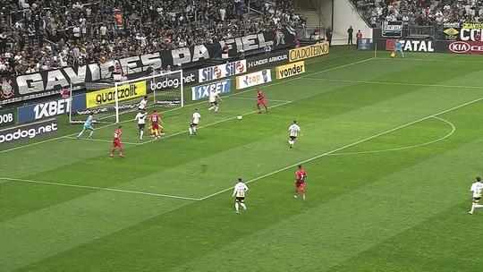 """Vídeo: lambança de Cássio e """"Inacreditável FC"""" em Corinthians x Athletico"""