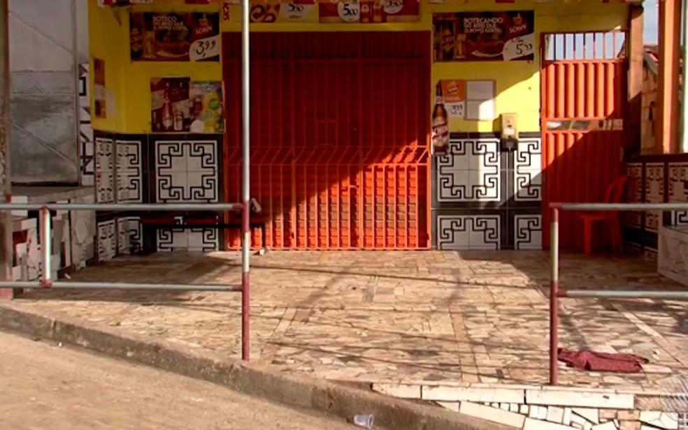 Crime ocorreu em frente a um bar que fica no bairro Daniel Gomes, em Itabuna  — Foto: Reprodução/TV Santa Cruz