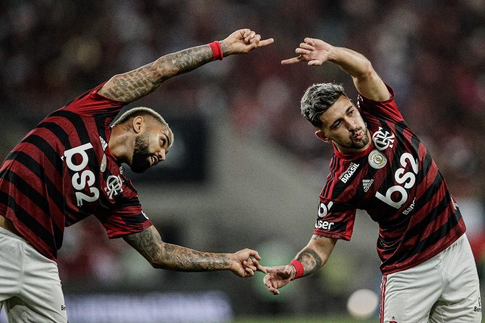 """Gabigol e Arrascaeta fazem """"fusão"""" em comemoração do Flamengo — Foto: André Mourão / FotoFC"""