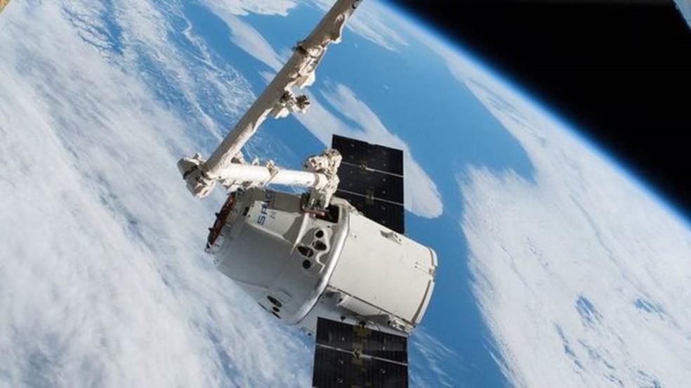 Cápsula Dragon da SpaceX já fez transporte de carga para o espaço — Foto: Nasa/BBC