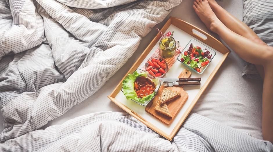 delivery, comida, cama (Foto: Reprodução/Pexels)