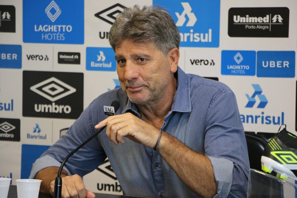 Renato em entrevista coletiva no CT Luiz Carvalho — Foto: Eduardo Moura