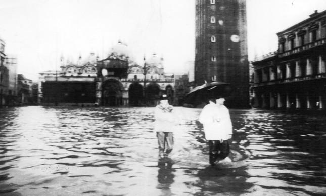 Em 8 de dezembro de 1992, o centro da cidade foi invadido por uma maré de 1,42 metro