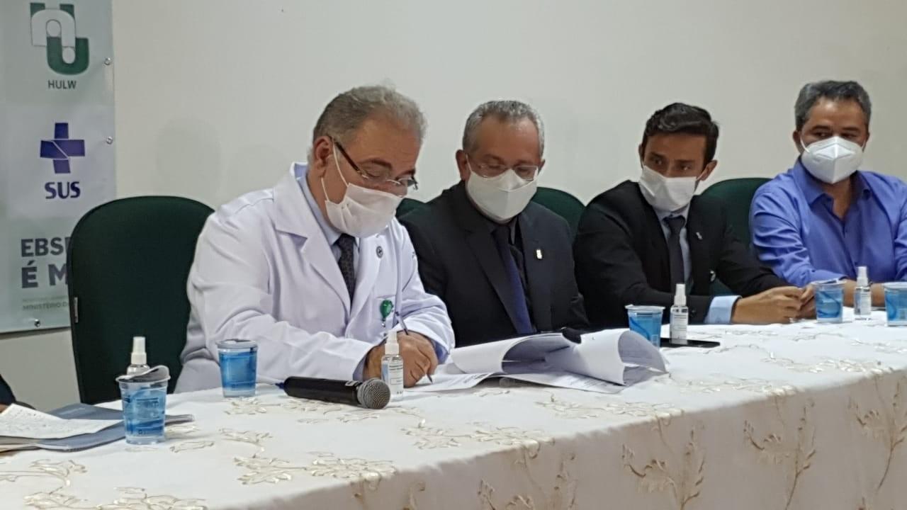 Ministro quer mais que dobrar a vacinação diária contra a Covid-19, mas não define prazos para isso