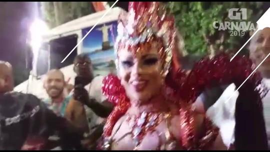 Viviane Araújo chega na avenida para desfilar como rainha do Salgueiro