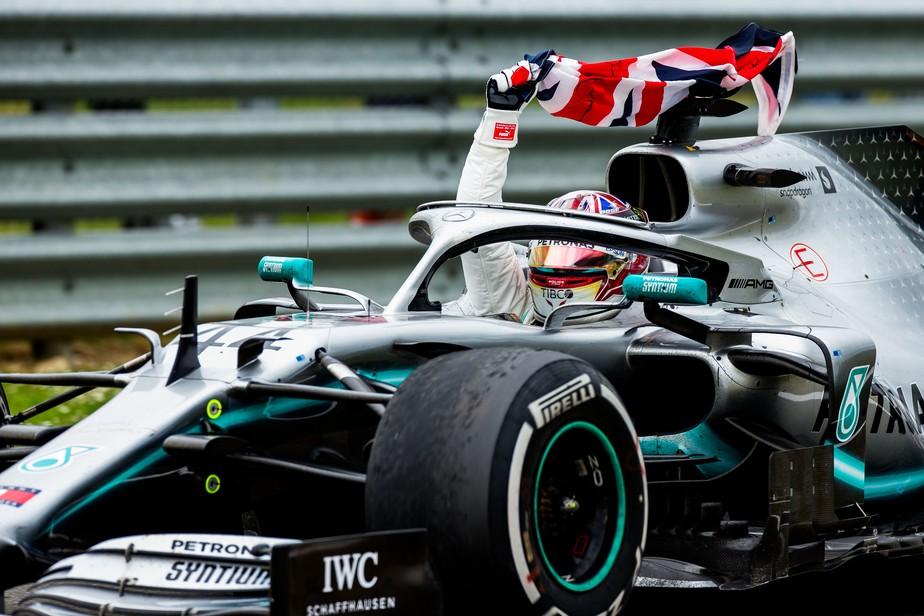 GP da Inglaterra: Hamilton vence pela 80ª vez na Fórmula 1 após fazer pit stop durante safety car