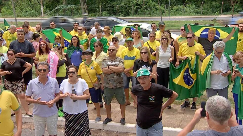 Manifestantes protestam contra decisão do STF sobre prisão após condenação em segunda instância em Cuiabá (MT) — Foto: TV Centro América