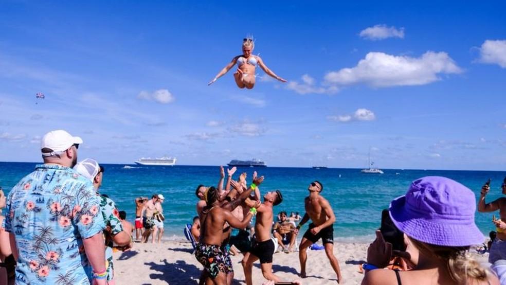 O sul da Flórida está cheio de turistas que foram passar as férias de primavera — Foto: Reuters
